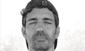 César Bona: «¿A qui l'importen els continguts escolars?»