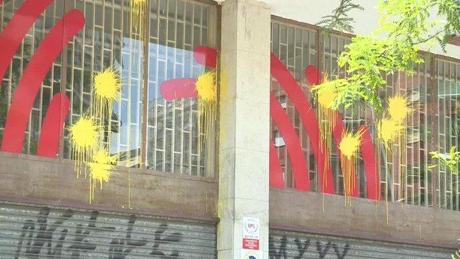 """Barcelona en Comú denuncia l'aparició de pintades grogues """"intimidatòries"""" a la seva seu"""