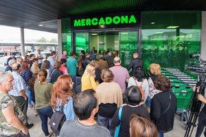 Entrada del primer supermercado de Mercadona en Portugal, en Vila Nova de Gaia, en la region de Oporto, a principios de julio.