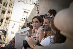 Ada Colau, en el balcón del Ayuntamiento de Barcelona, durante las pasadas fiestas de las Mercè.