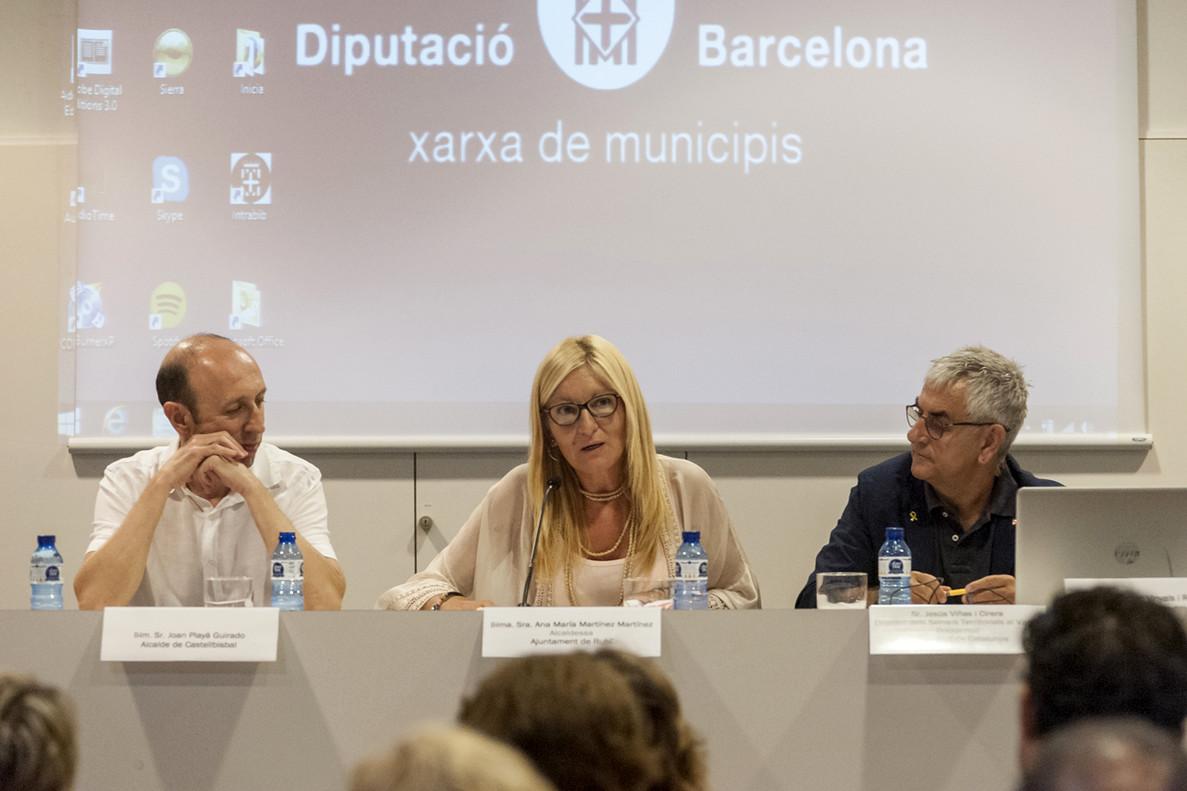 La alcaldesa de Rubí, Ana María Martínez, durante su intervención en el acto de inauguración del curso escolar