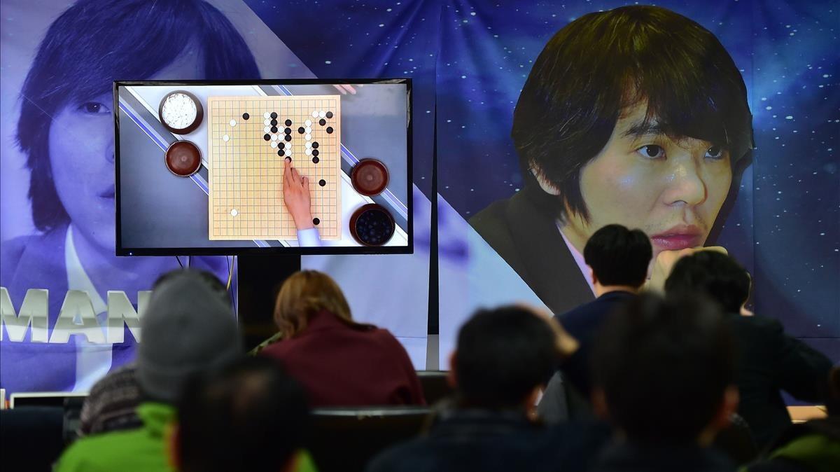 Retransmisión del juego Go disputado entre una máquina y uno de los mejores jugadores del mundo