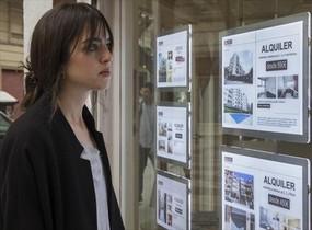 Una agencia inmobiliario da informción sobre su oferta.