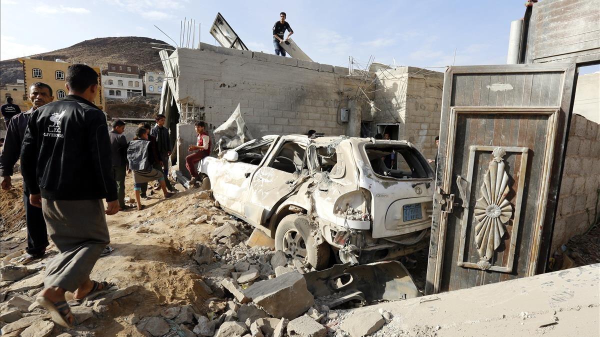 Uno de los lugartes de Saná afectado por el ataque aéreo de la coalición liderada por Arabia Saudí.
