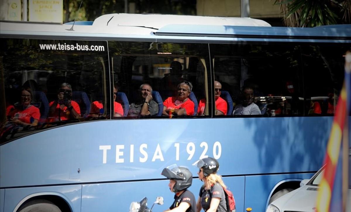 Autocares con manifestantes.