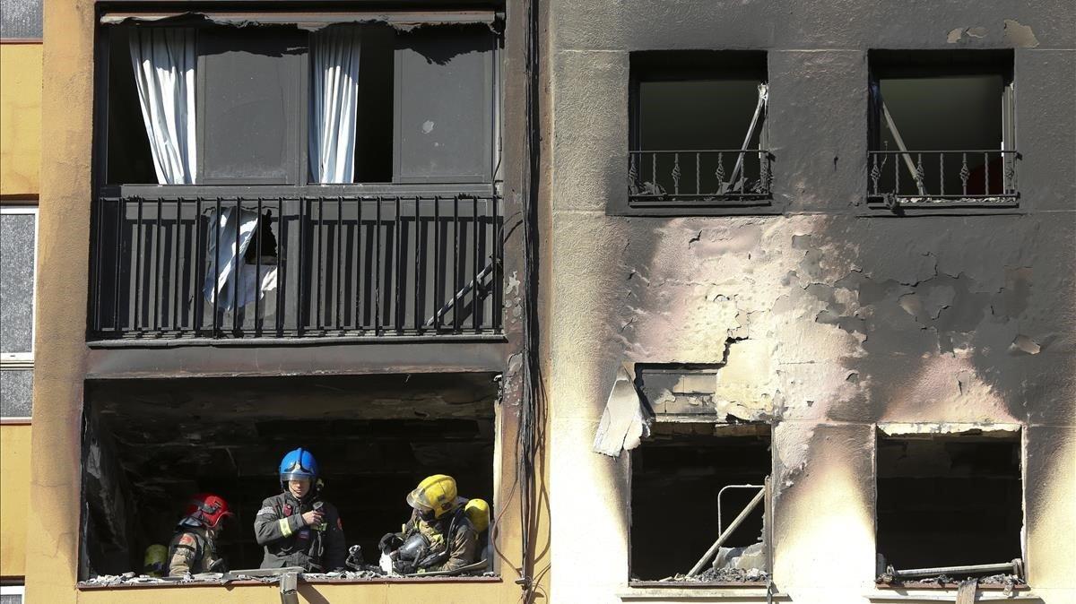 El bloque incendiado en el barrio de Sant Roc, de Badalona.