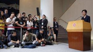 Carrie Lam en una rueda de prensa