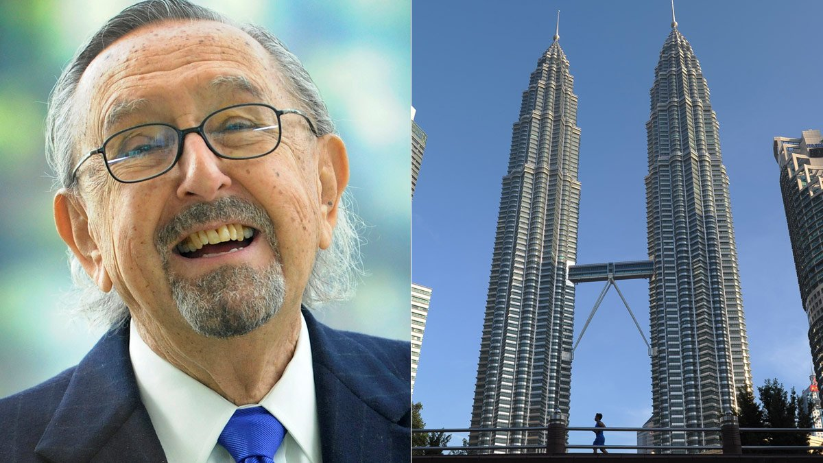 César Pelli, junto a una imagen de sus Torres Petronas.