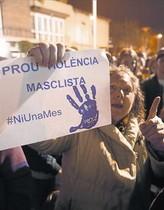 Concentración de vecinos de Santa Perpètua de Mogoda contra la violencia machista.
