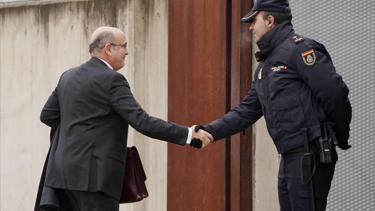 El coronel de la Guardia Civil Diego Pérez de los Cobos llega a la Audiencia Nacional, este lunes.