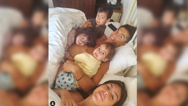 Cristiano Ronaldo y Georgina presumen de su despertar en familia.