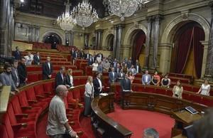 El Parlament rendeix homenatge a Miguel Ángel Blanco amb un hemicicle semibuit