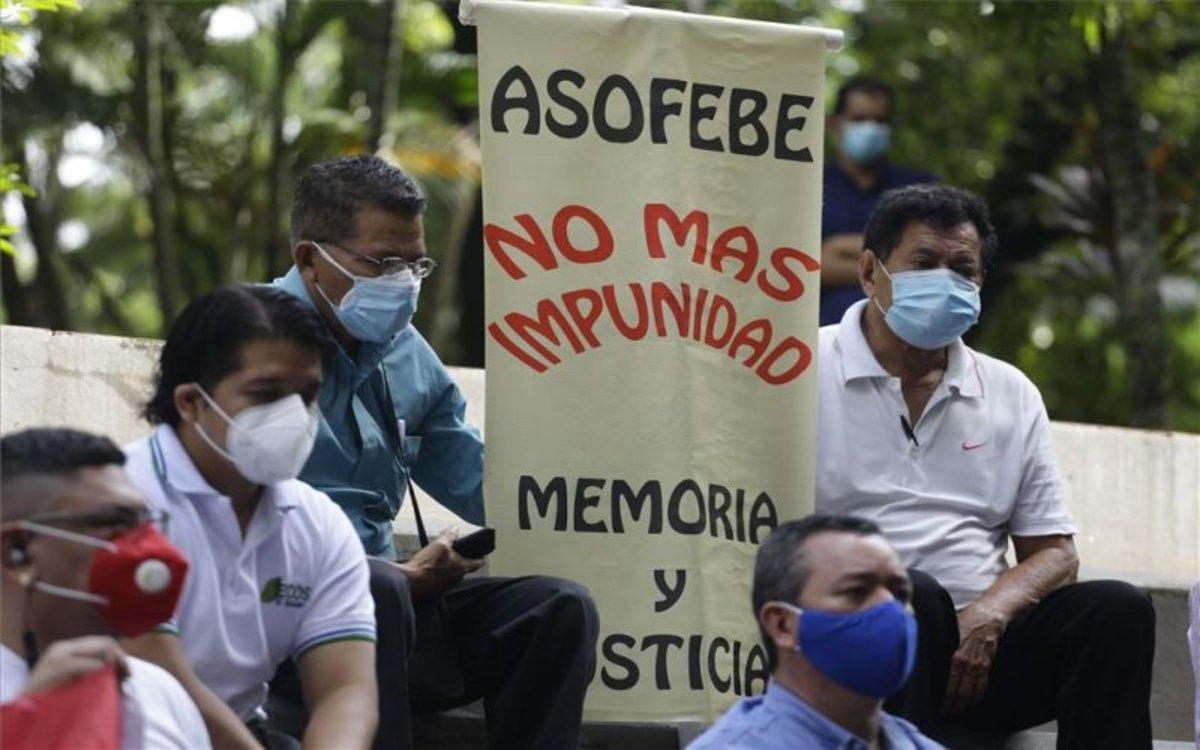 Protestas por masacres contra campesinos en El Salvador.