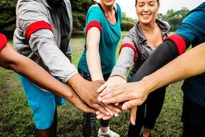 ¿Quieres trabajar en una ONG? Descubre dónde hay ofertas y cómo preparar el CV