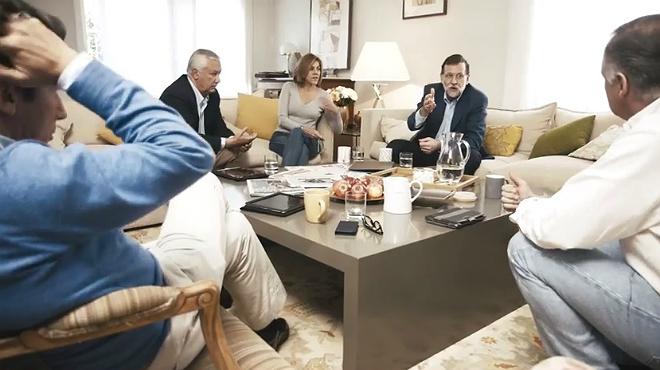 Vídeo en el que se puede ver a dirigentes populares, como Mariano Rajoy, Maria Dolores de Cospedal o Javier Arenas, conversando sobre política.