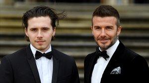 El exfutbolista británico, David Beckham,y su hijo Brooklyn.