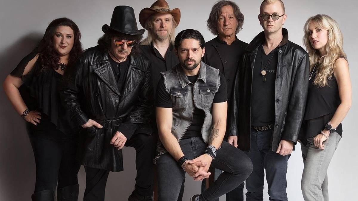 Foto promocional de Rainbow, con Ritchie Blackmore segundo por la izquierda