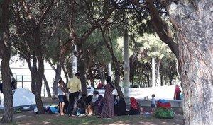 Más de 50 refugiados sirios acampan en los alrededores de la mezquita de la M-30.