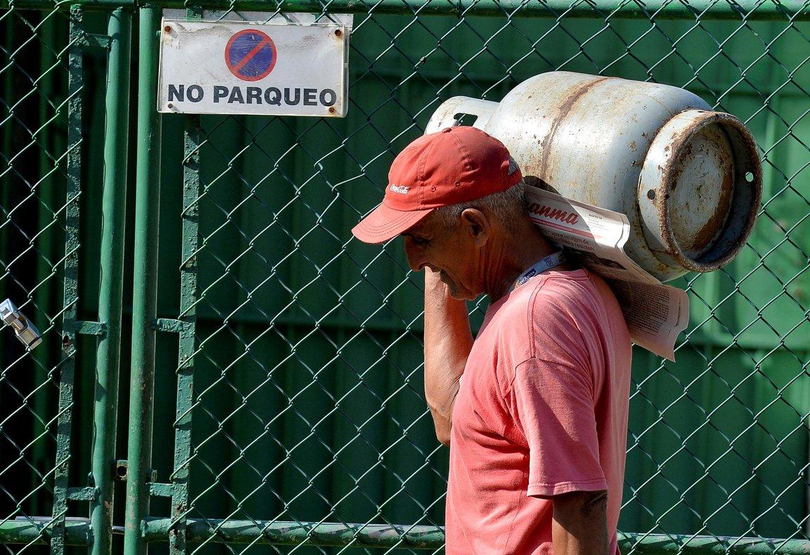 Cuba produce 3,5 millones de toneladas de petróleo al año (22 millones de barriles), de los cuales se obtienen 2,6 millones de tonelada.