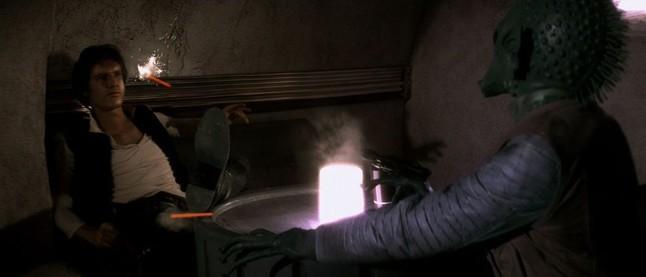 Greedo dispara primero a Han Solo, en la escena modificada de la versión original, en el Episodio IV.