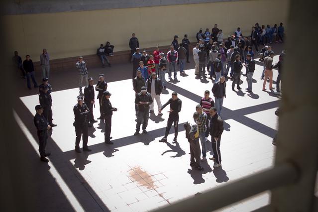 Un grupo de internos en el CIE de Zona Franca.