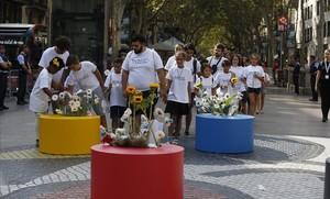 Homenaje floral en el primer aniversario de los atentados del 17A.