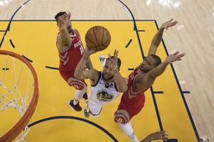 En acción... Stephen Curry.