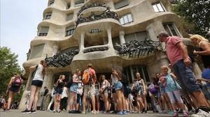 Turistas en la Casa Milà.