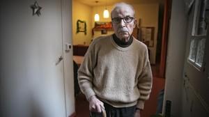 Manuel Gómez, en su piso compartido gestionado por Cáritas.