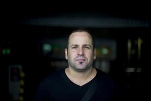 Alejandro, ex-trabajador de una empresa que abusa de los contratos temporales.