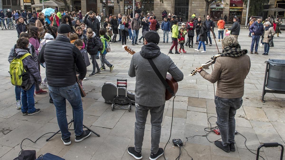 Músicos callejeros, delante de la Catedral.