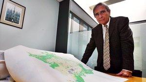 Joan Antoni Solans en su despacho en la UPF.