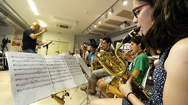 Jóvenes y veteranos rinden homenaje a Miles Davis