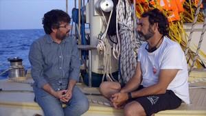 Jordi Évole y Òscar Camps, durante la grabación de la película documental Astral.