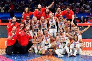 Las jugadoras de la selección española, tras su victoria en la final del Eurobasket 2019 en Belgrado