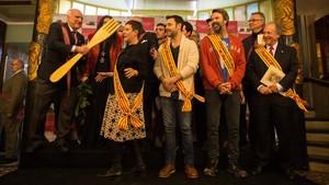 Premiados en la Festa del Cargol. En primera fila, Eva Hache, Miquel Fernández,Pau Donés y el doctor Pere Gascón.
