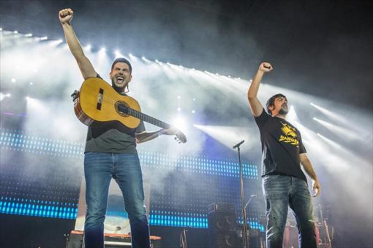 Los Estopa, durante la actuación de anoche en el Sant Jordi.