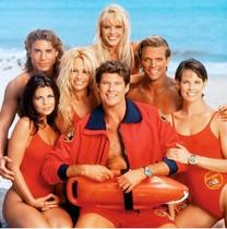 Los protagonistas de la serie 'Los vigilantes de la playa', emitida por NBCentre1989 y2001.