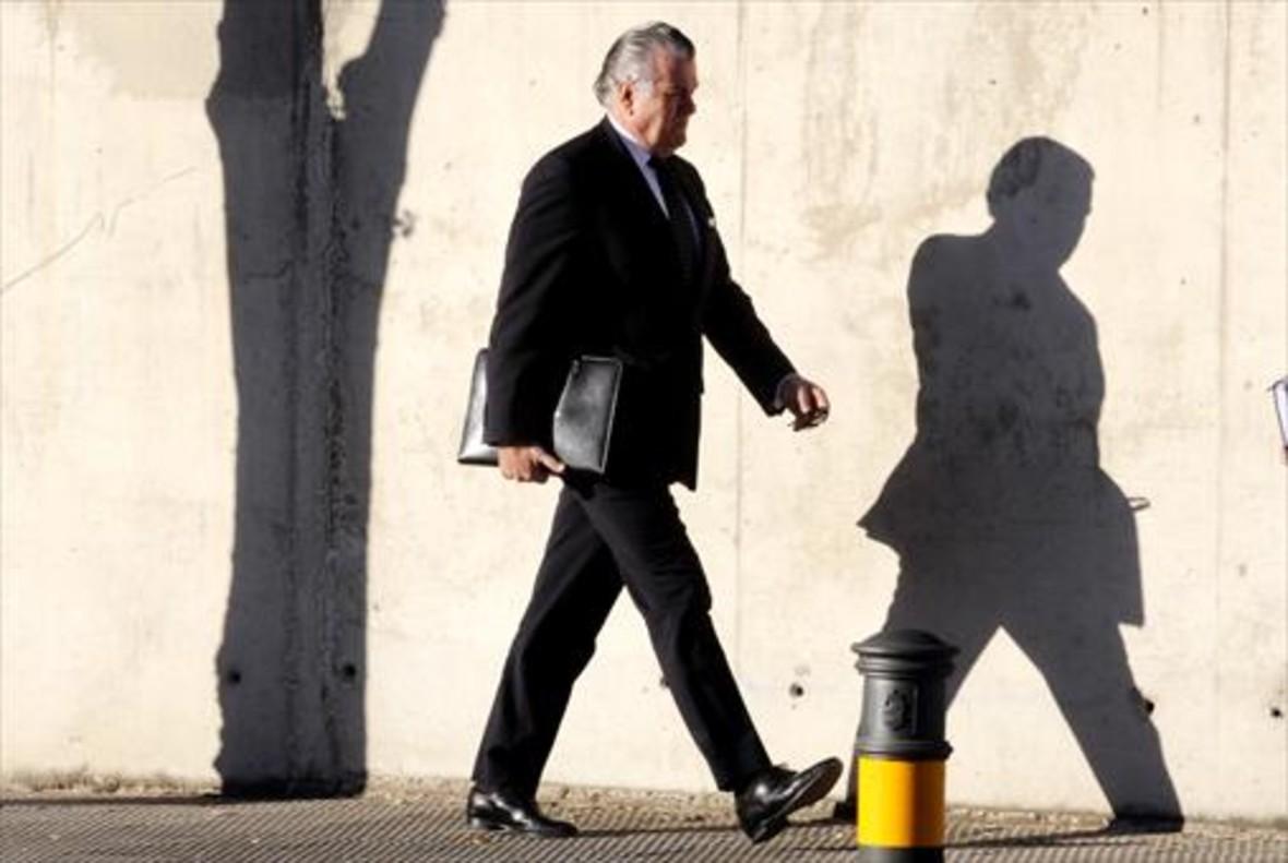 Luis Bárcenas, extesorero del PP, al llegar a la sede de San Fernando de Henares de la Audiencia Nacional, donde está siendo juzgado.