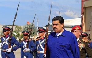 Nicolás Maduro en el aeropuerto de Caracas tras su regreso de Rusia.