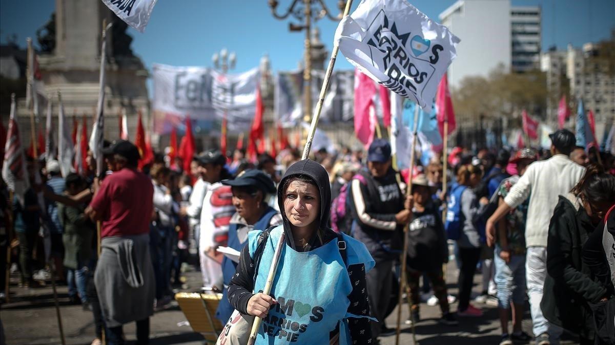 Manifestación en Buenos Aires para reclamar la prórroga de la ley de emergencia alimentaria, este miércoles.