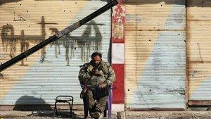 Un miembro de las Fuerzas Democráticas Sirias en Baghouz.