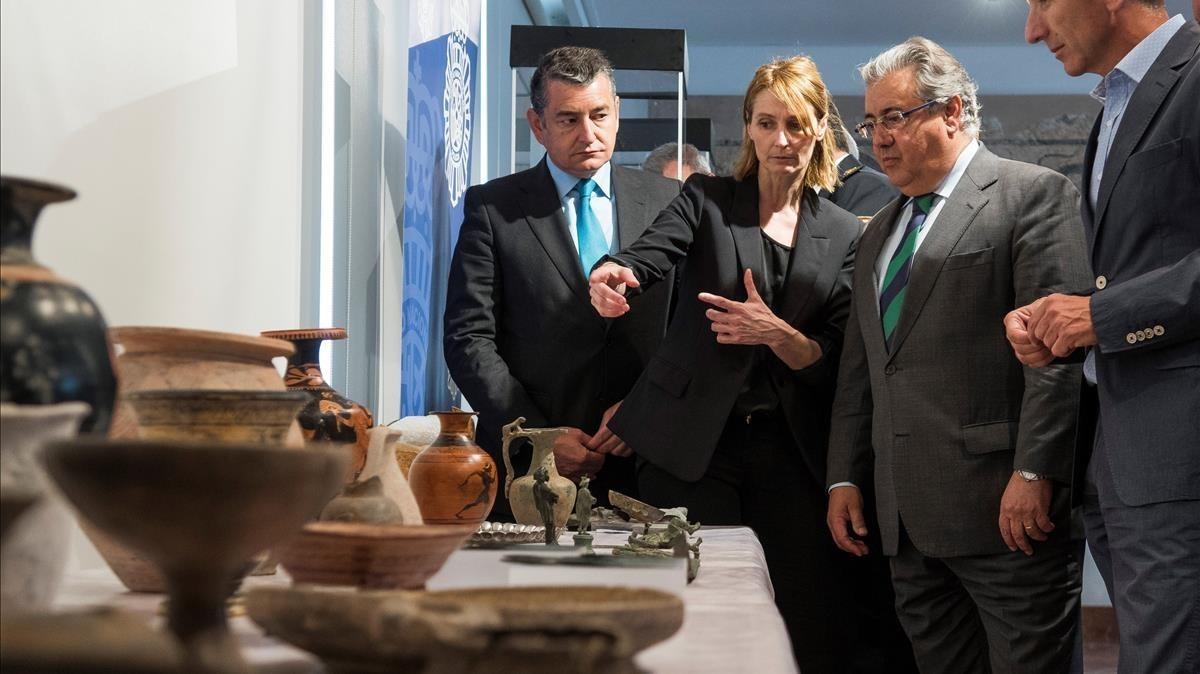 El ministro de Interior, Zoido, jen el acto de entrega al Museo Arqueológico de Sevilla de 791 piezas saqueadas