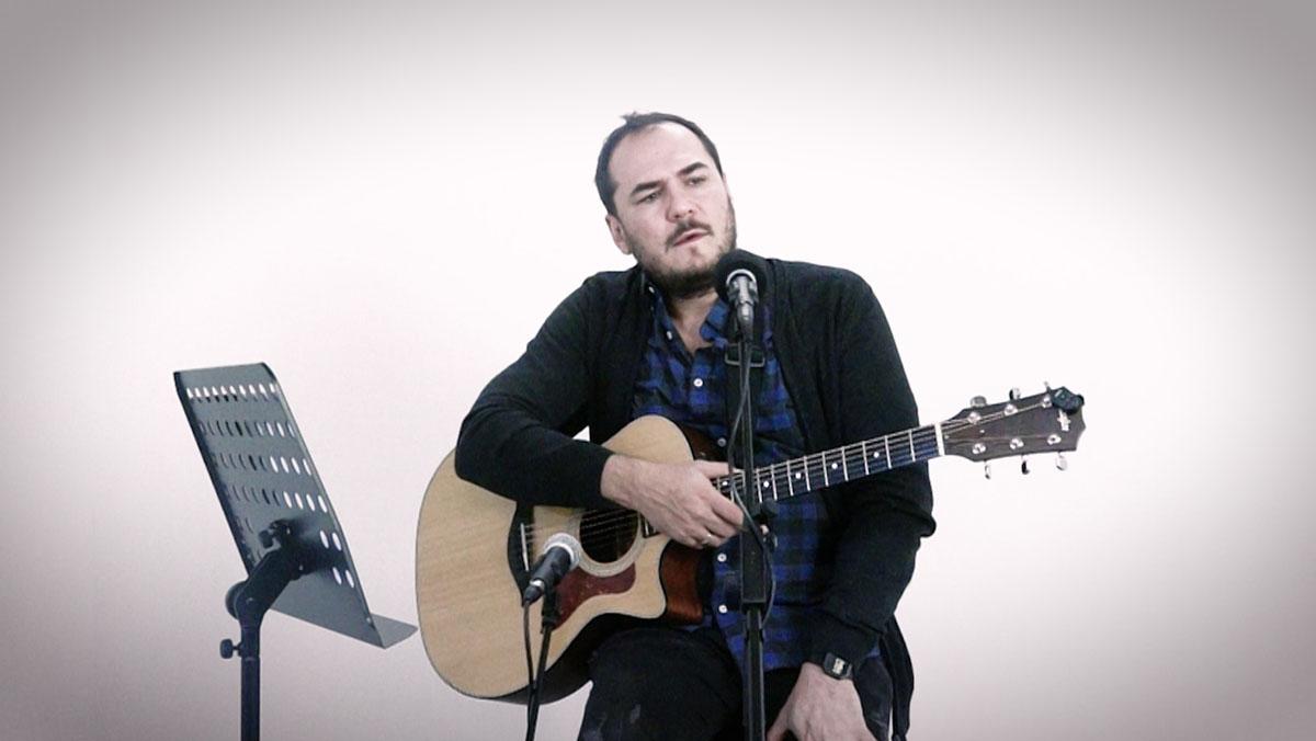 Ismael Serrano interpreta 'Ven' en acústico para Música Directa.