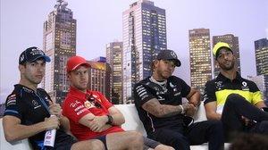 Nicholas Latifi,Sebastian Vettel, Lewis Hamilton y Daniel Riccardo, en la conferencia de prensa de hoy, en Melbourne, con motivo del GP de Australia de F-1.