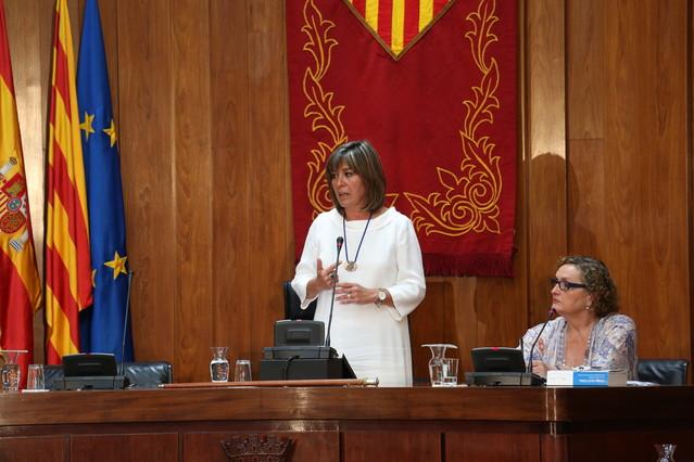 Núria Marín, alcaldesa de L'Hospitalet, durante su discurso de investidura de este mediodía.
