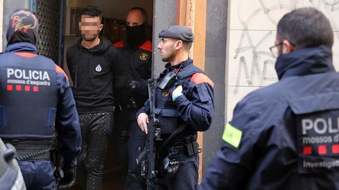 Tretze arrestats en el cop contra els robatoris violents a Barcelona