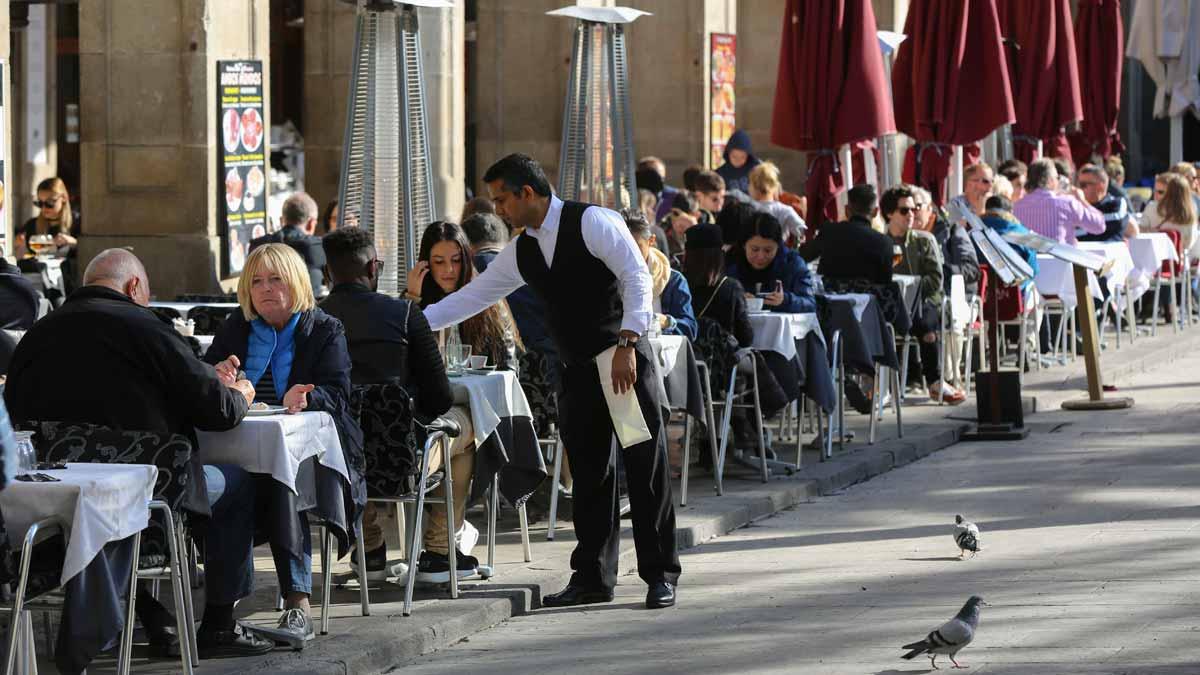 El paro baja en 1.836 personas en el mejor noviembre en tres años.