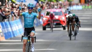 Pello Bilbao celebra su triunfo en LAquila.