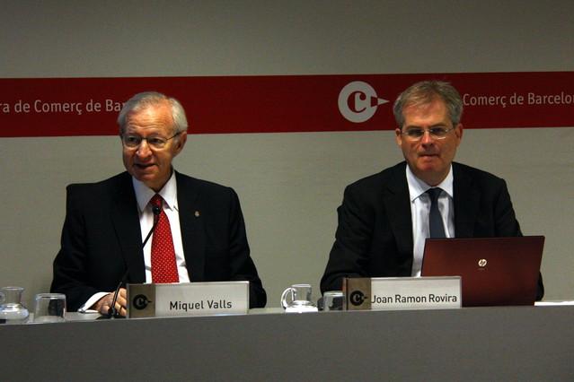 El presidente de la Cambra de Comerç, Miquel Valls (izquierda), y el jefe de Estudios Económicos, Joan Ramon Rovira, este miércoles.